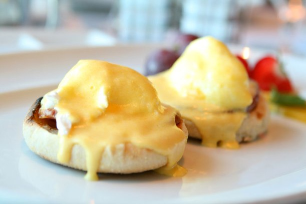 eggs-benedict blueberry.jpg