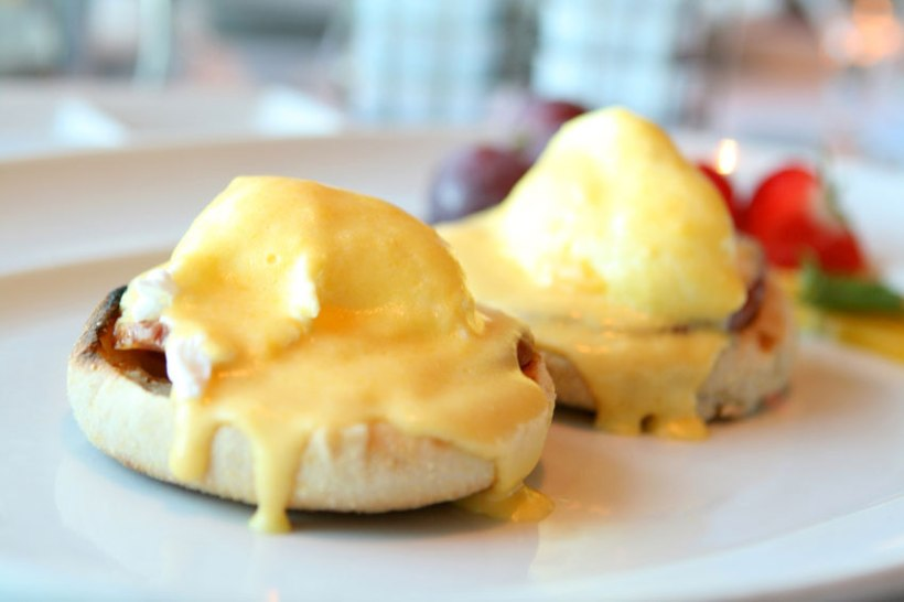 eggs-benedict blueberry.jpg